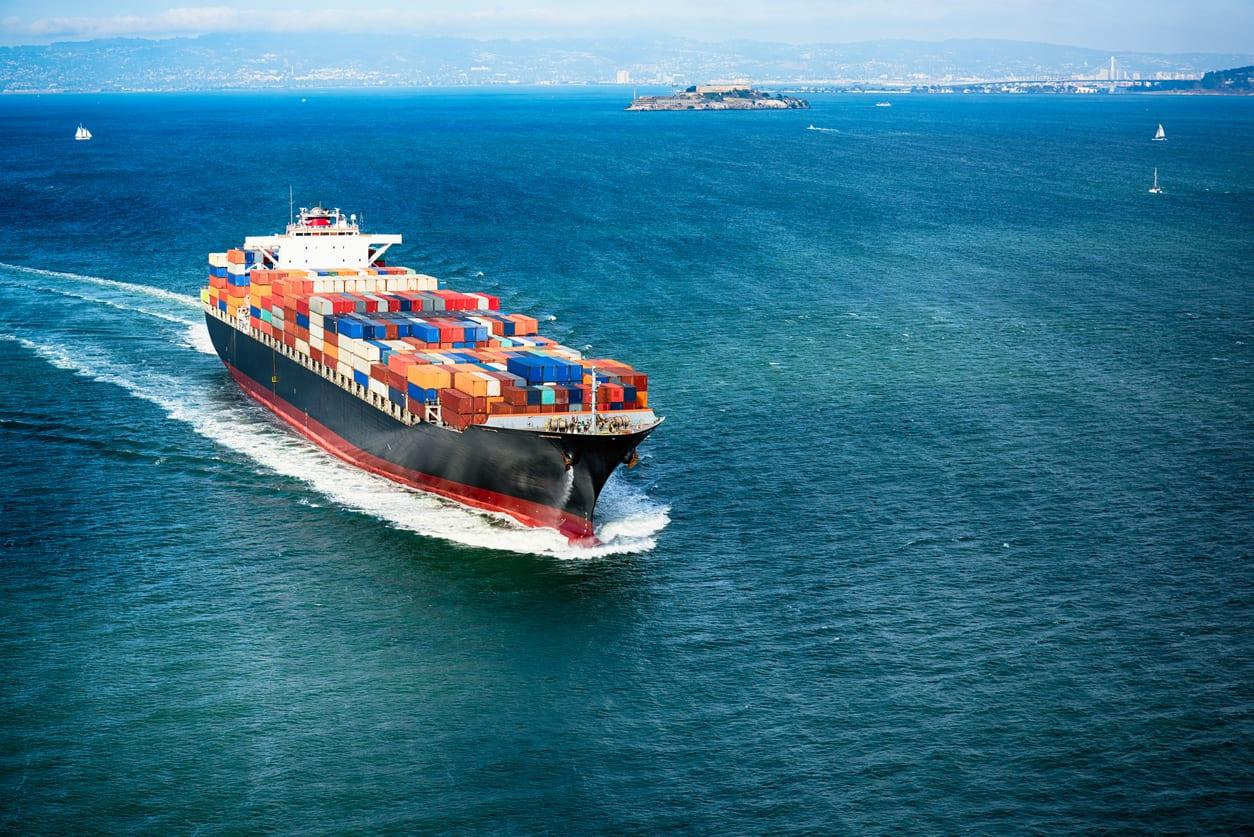 freight-boat-ocean
